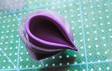Petala rotunda dubla finalizata - Tutorial floare de iris matase organza