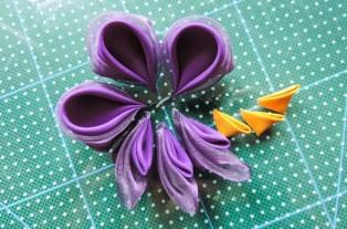 Iris flower tutorial - making the yellow petals 3