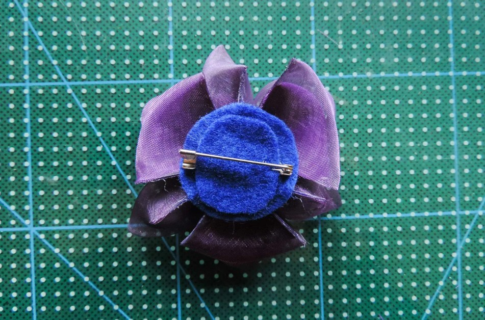 Iris flower tutorial - attaching the petals to the base 4