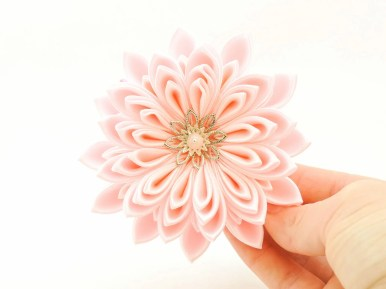 Pink satin chrysanthemum - DIY tutorial