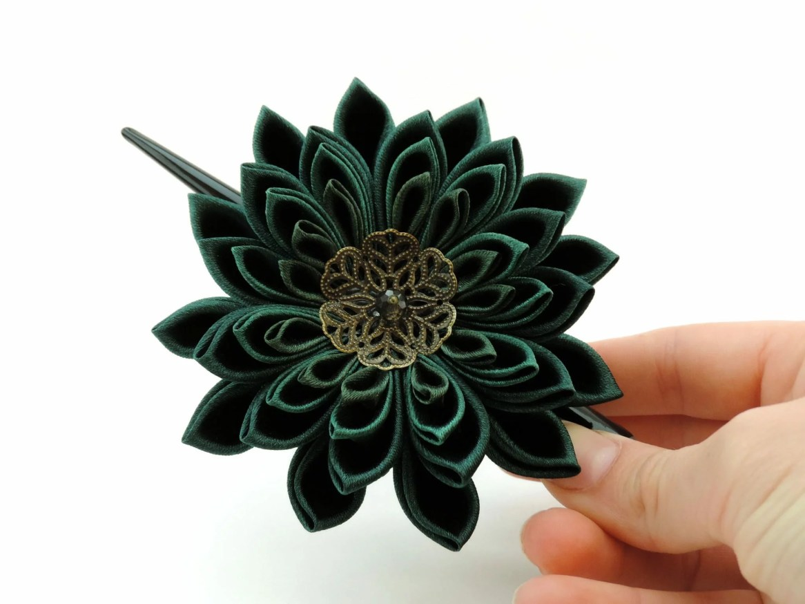Dark green satin chrysanthemum - DIY tutorial
