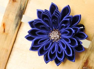 Royal blue satin chrysanthemum - DIY tutorial