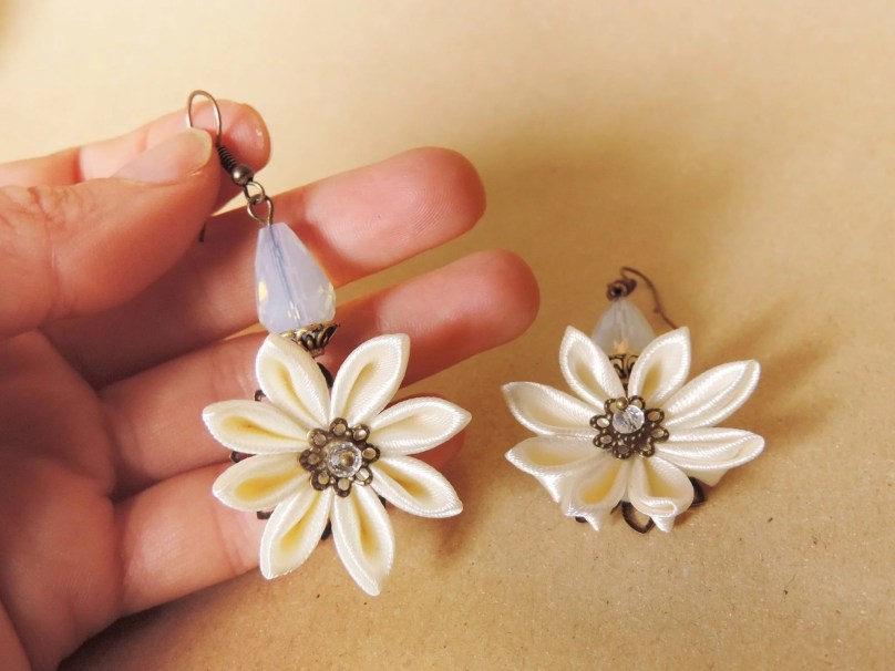 Fabric flower earrings - bronze and ivory