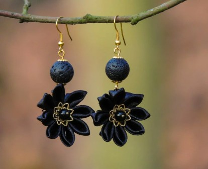 Fabric flower earrings - black