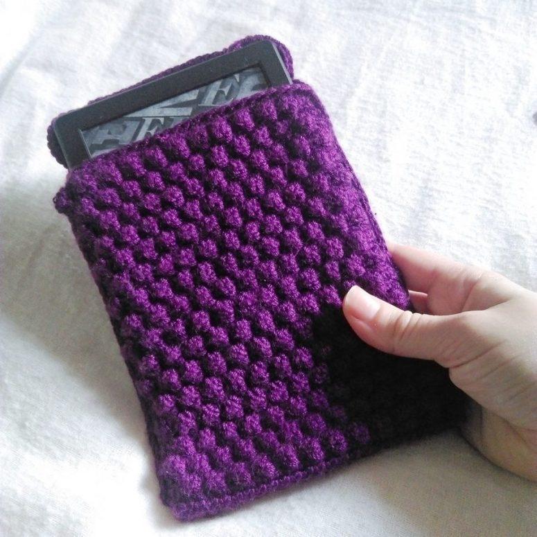 Bobble wrap crochet Kindle case 2