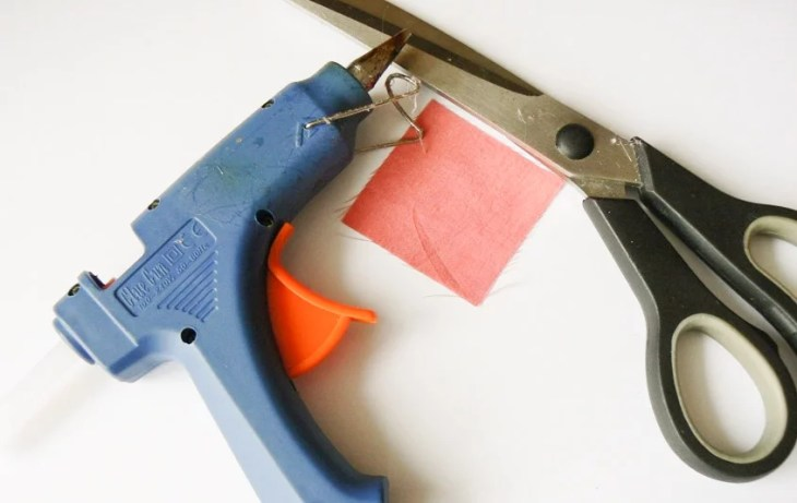 You will need a square piece of fabric (cut along the grain), scissors and glue.