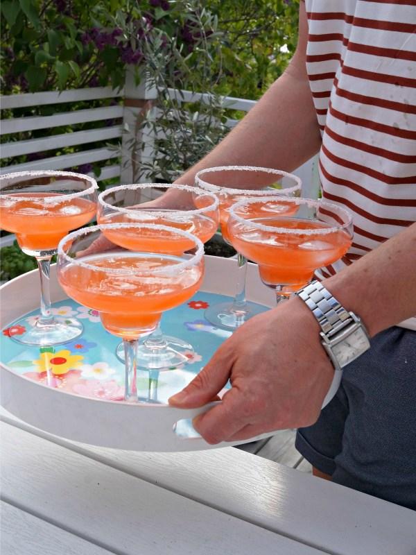 Godaste midsommardrinken - Rabarber- och jordgubbscooler