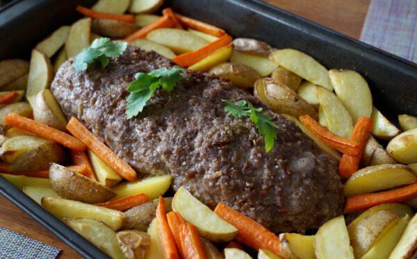 Köttfärslimpa med ugnsrostad potatis