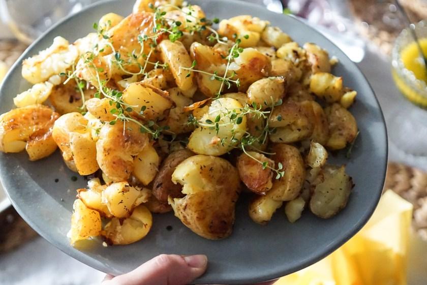 Krossad potatis med vitlökssmör