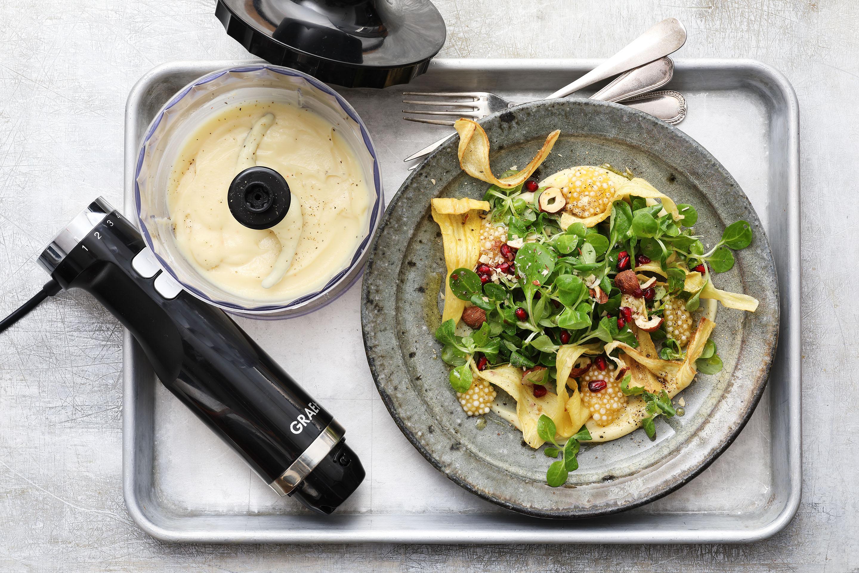 Petersilienwurzel-Creme mit Feldsalat, Granatapfel und Passionsfrucht-Tapioka