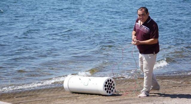 Álvaro Cota logró generar electricidad a través de una pila. Foto: EL DEBATE