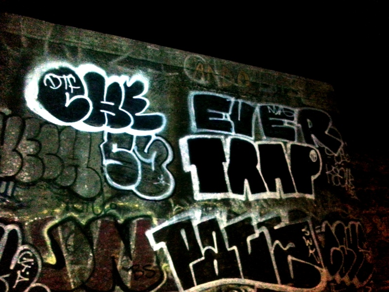 GRAFFITI:  CHE DTF · EVER NVA · TRAP IF · KECH