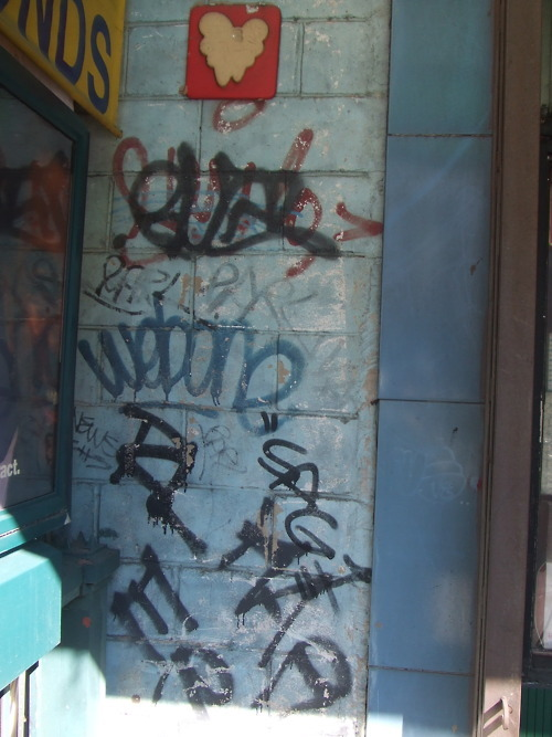 GRAFFITI:  BUG · WEBONE