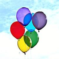 Baloniki unoszące się do nieba