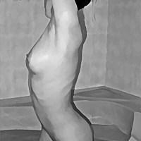 Myjąca się kobieta czarno białe wanna brodzik woda nagie cało piersi brzuch uda łono pośladki