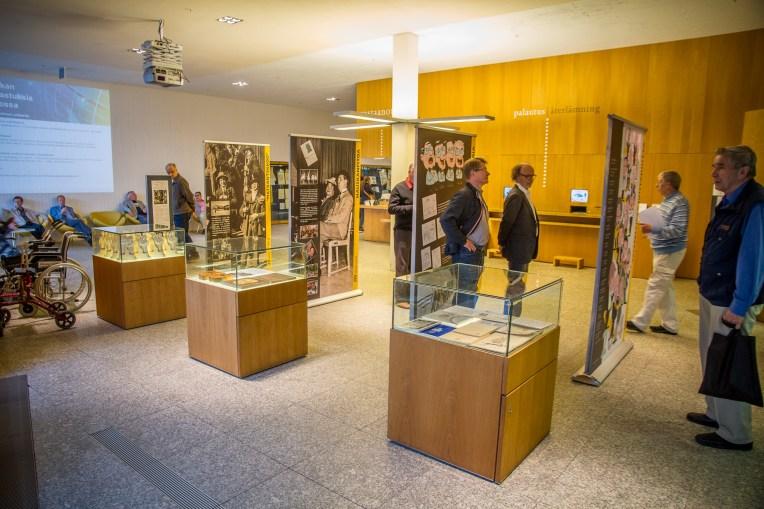 Turun pääkirjaston aulassa järjestettiin näyttely Mieskuoro Laulun Ystävien 100-vuotisesta kaaresta. Merkittävimmistä teemoista tehtiin isot kaksipuoliset rollupit. Lisäksi lattia- ja seinävitriineihin kerättiin esinenäyttely.