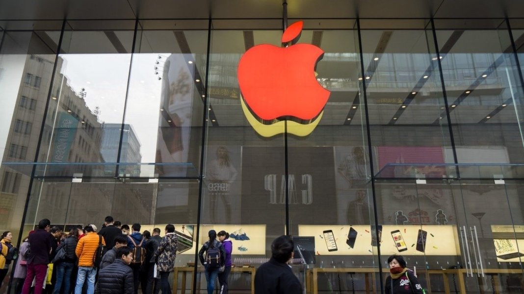 APPLE GETS CLOSER TO CHINA