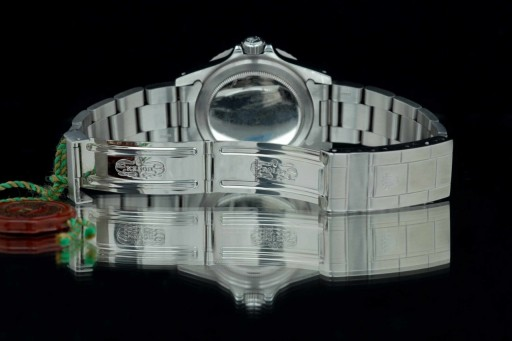 A solid link 93150 bracelet completes the picture