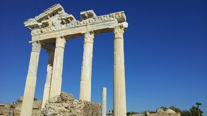 temple romain d'Apollon dans la cité antique de Sidé en Turquie