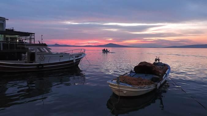 coucher de soleil depuis ayvalik sur cunda en turquie