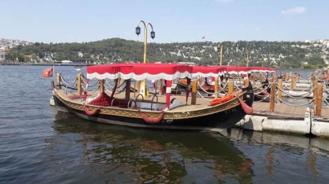 caique ottoman sur la corne d'or à Istanbul Turquie