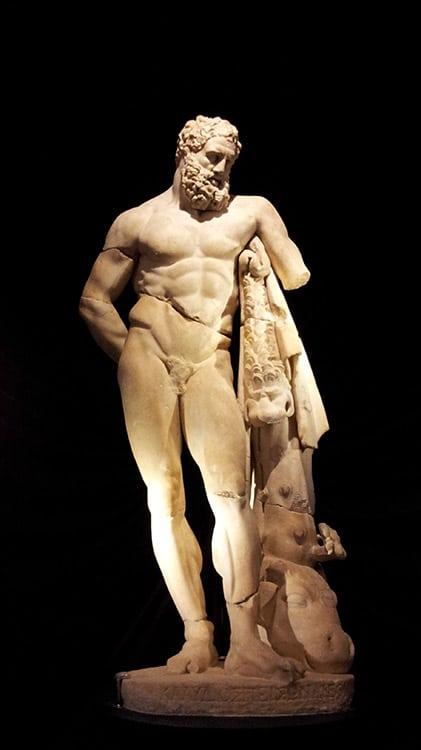 statur antique de Hercule de Perge au musée archéologique d'Antalya en Turquie