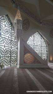 minbar de la mosquée moderne Ilahiyat Université de Marmara Istanbul Turquie