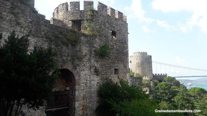 forteresse Rumeli Hisari à Istanbul sur la rive européenne du Bosphore, construite par Mehmet II, sultan turc ottoman
