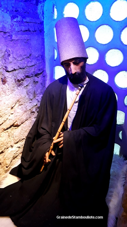 neyzen, derviche mevlevi joueur de ney, flûte de roseau traditionnelle pour les derviches tourneurs lors du sema
