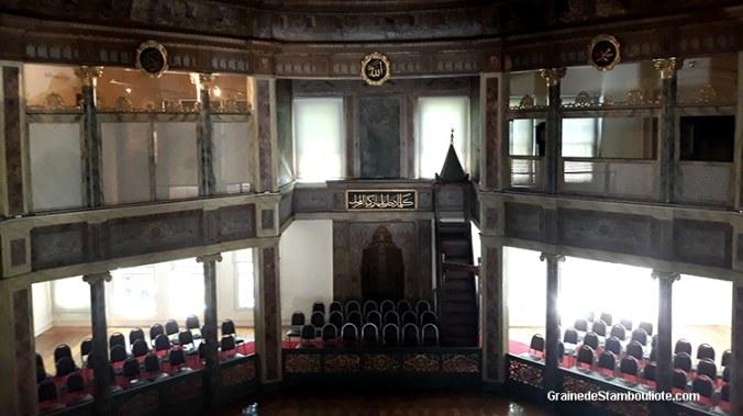 semahane, salle du couvent des derviches tourneurs de Galata où  a lieu le sema