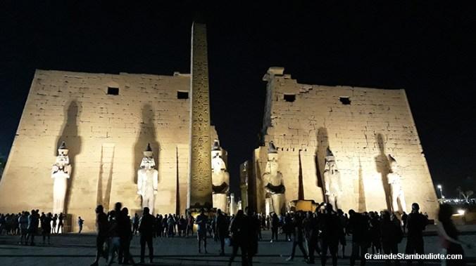 temple de Louxor, Thèbes, Egypte, obélisque jumeau de la Concorde