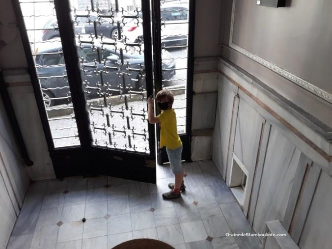 première autorisation de sortie pour les enfant après confinement Covid Istanbul Turquie