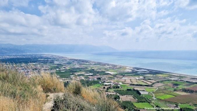 Vue du Musa Dagh sur la Méditerranée, embouchure de l'Oronte, Antioche, Antakya, Hatay, Turquie