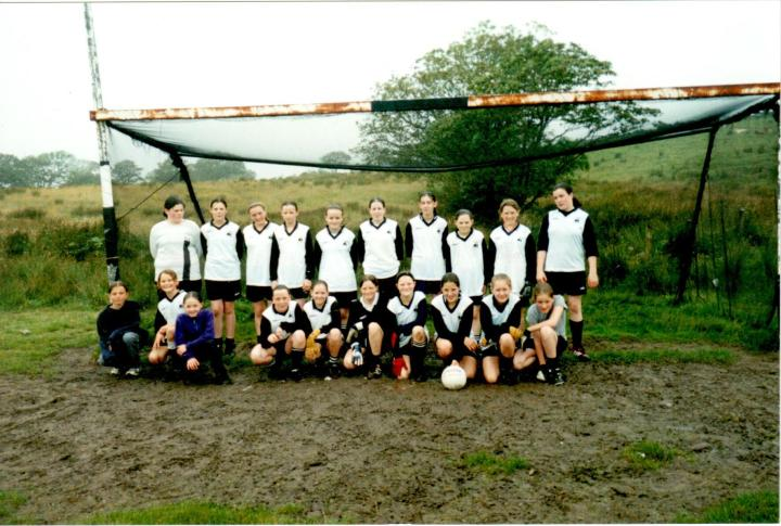 Grainne Mhaols U14s pictured in Tullycross prior to their 2002 County A Championship quarter final victory over Corofin in Tullycross; Back Row (l to r) Helen Aspell, Josephine McDonagh, Leigh Birchmore, Aisling Kane, Martha Folan, Michelle Joyce, Nuala Gorham, Noreen Coyne, Danielle Lydon and Emma Ridge. Front Row (l to r) Natasha Booth, Kim Young, Aine Hannigan Dunkley, Mary Joyce, Maire Coyne, Becky Heanue, Mairead Coyne, Tara Flaherty, Fionnuala Hannigan Dunkley and Maire Staunton.