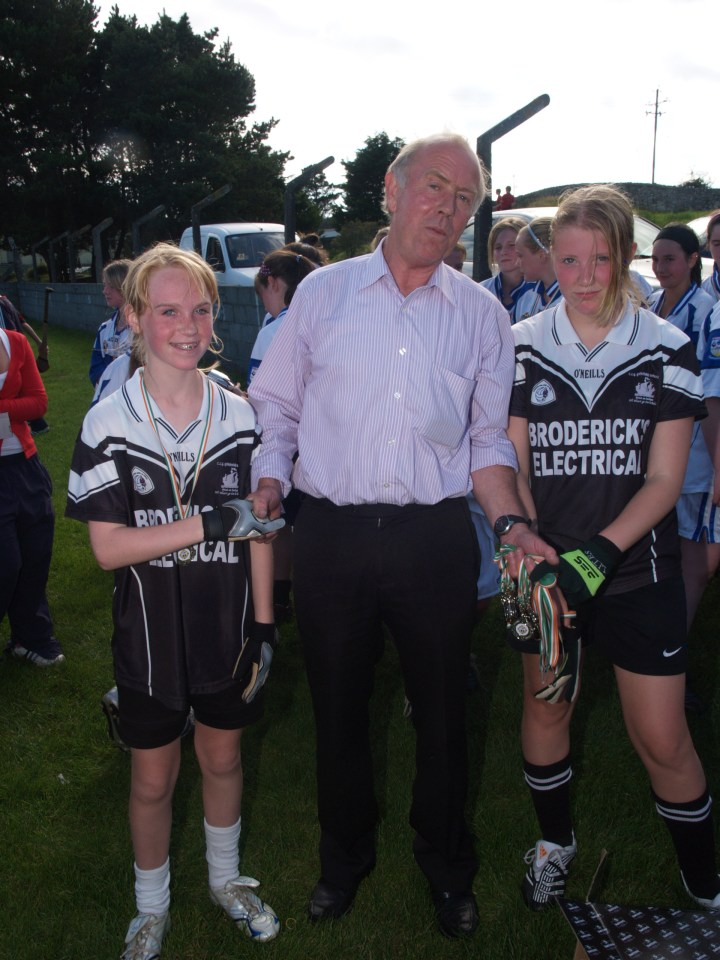 Richie Bohan presents Doireann Sheridan and Shona Acton with their runners up medals