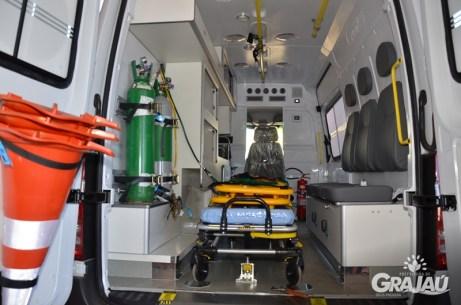 Grajau recebe duas ambulancias do SAMU e uma retroescavadeira 08