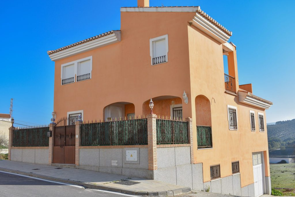 for sale, Alhama de granada, Arenas del rey, lake Bermejales, detached townhouse, fantastic oportunity, Granada estate agency