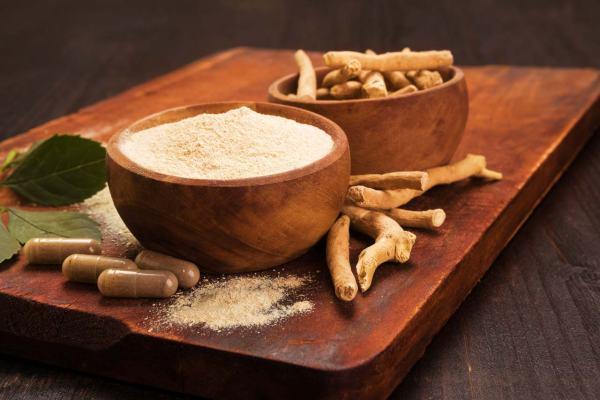 Ashwagandha dawkowanie - Kiedy brać ashwagandhę? - Jak działa korzeń ashwagandha? - Ashwagandha a stres i poziom kortyzolu