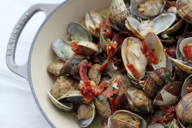 clams with sherry and ham