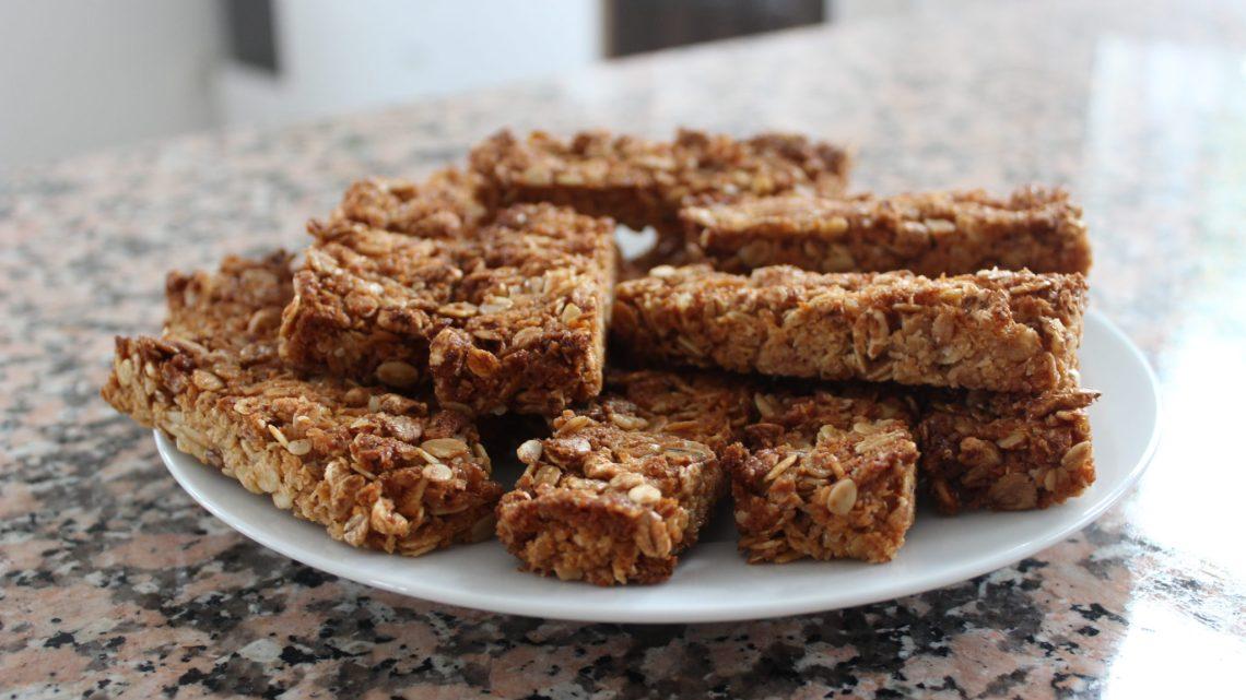 Le goûter maison du mercredi: les barres de céréales fraise-coco