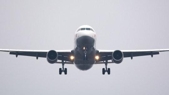 Voyage en avion avec de jeunes enfants, comment bien se préparer