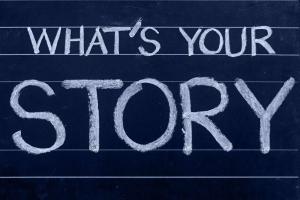"""Tableau à la craie avec écriture """"What's your story"""""""