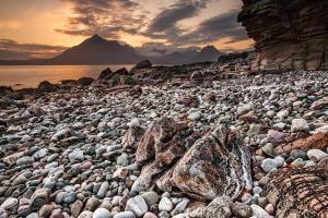 Une plage de galets