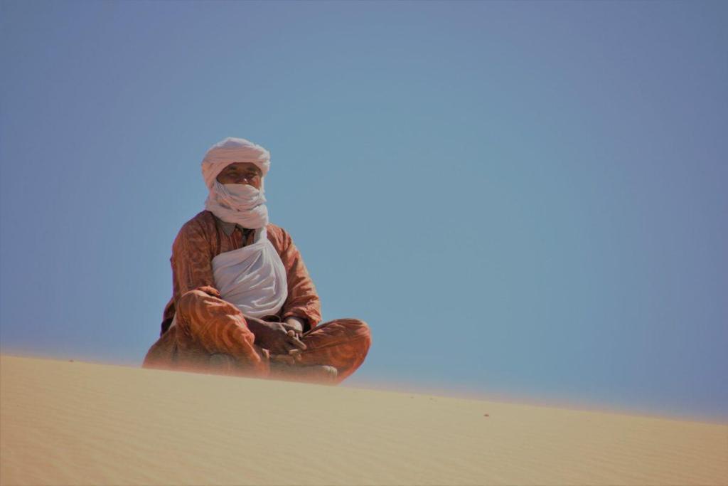 Un marabout dans le désert