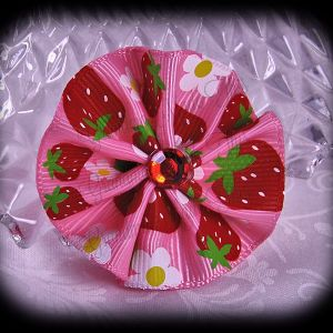 Medium Wavy Flower Hair Bow Food