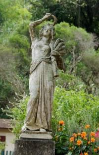statue in jardim botanico