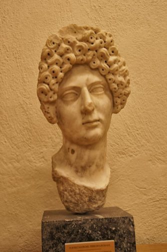 museum head