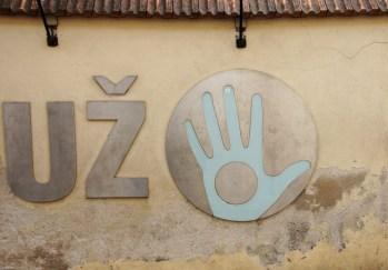 Uzipis sign