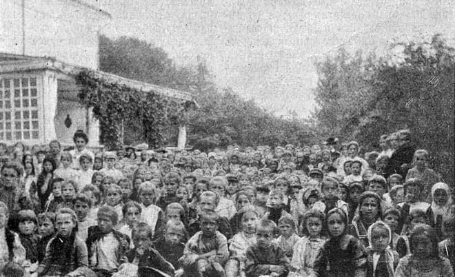 Группа детей в Ясной Поляне (фотография сделана графиней С.А. Толстой)