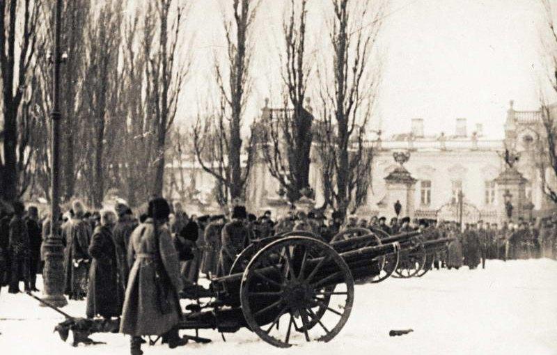 Артиллерийские части большевиков в Мариинском парке /pastvu.com